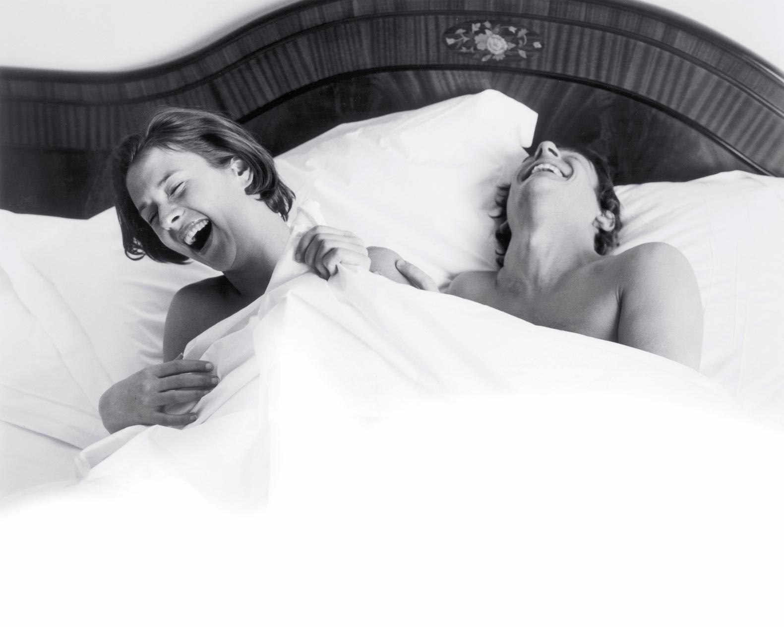 躺在床上的情侣 - Savoir